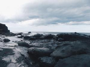 CLIFF HANGERS // BEACH